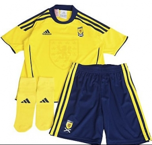 2011 Little Boys Scotland Football Kit - Away